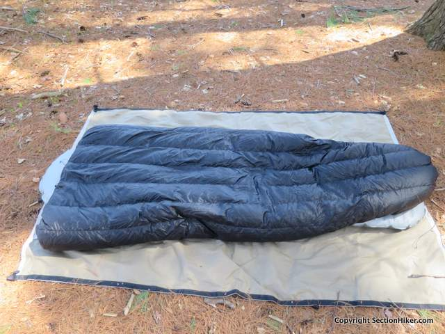 The Massdrop 20 degree quilt has vertical baffles that prevent the down from shifting and falling down the sides