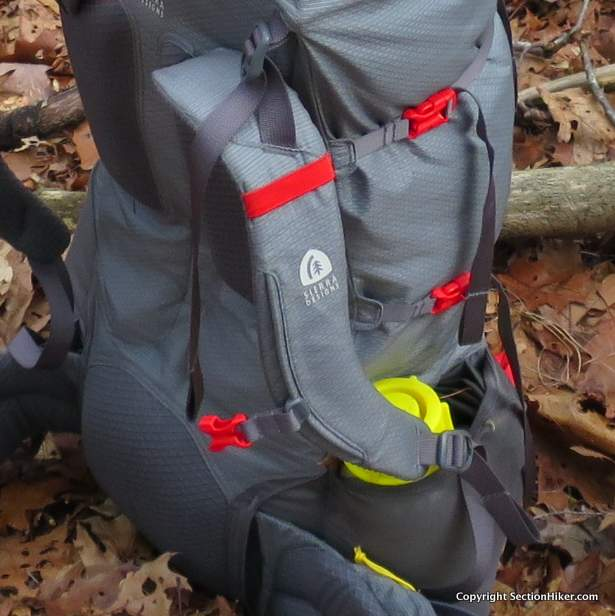 The shoulder straps have very few external attachment points for attaching accessory pockets or electronic devices