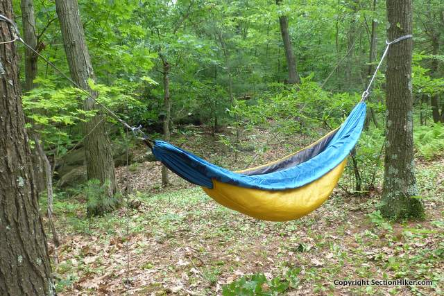 note how the ends of the underquilt wrap tightly around the hammock therm a rest slacker super snuggler hammock underquilt review      rh   sectionhiker